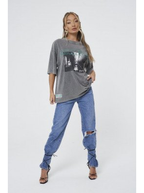 ACID WASH EXCLUSIVE GRAPHIC OVERSIZED T-SHIRT